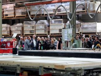 Bei Werksführungen erhielten die Besucher spannende Einblicke in die moderne Fertighaus-Produktion. Foto: BDF/Living Haus